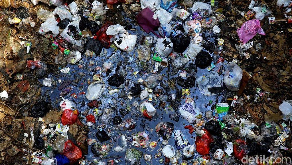 Ini yang Bikin Kalibaru Jadi Pulau Sampah