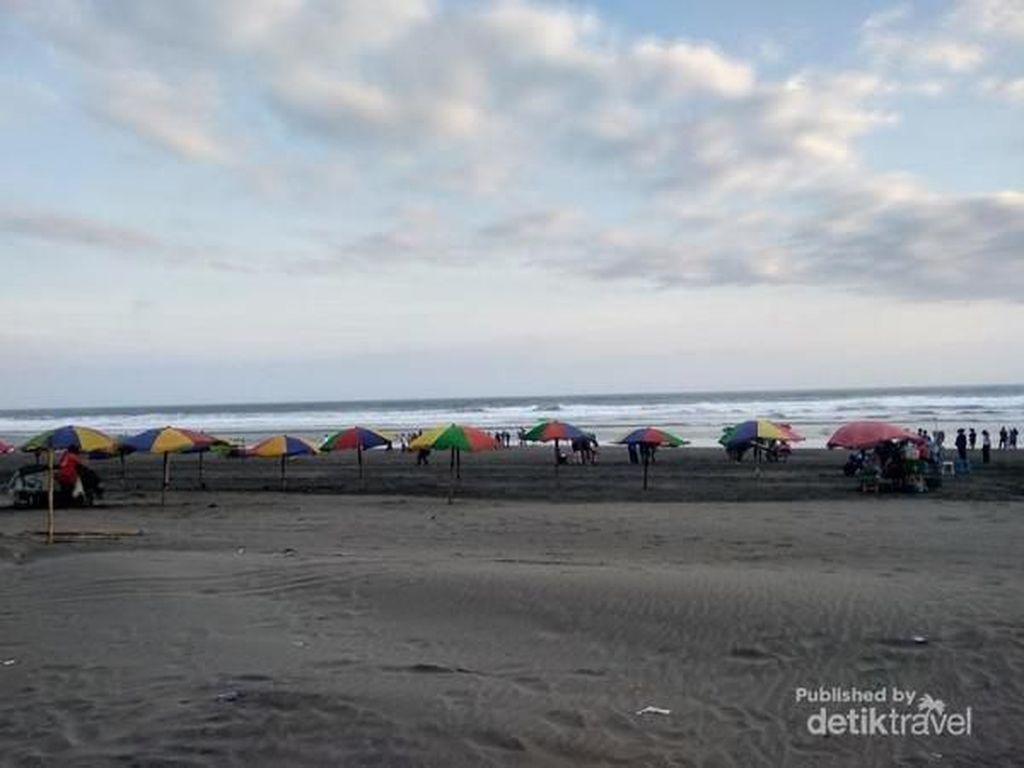 Menikmati Sore Hari di Pantai Parangtritis
