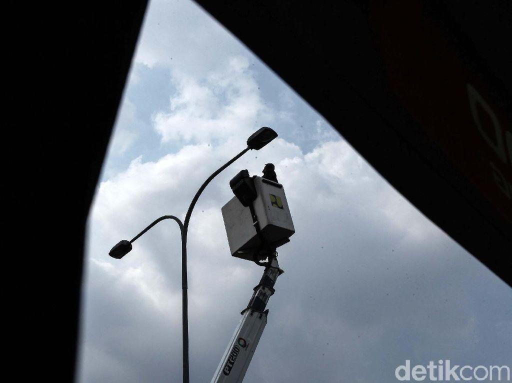Lampu Jalan di Bekasi Diganti LED