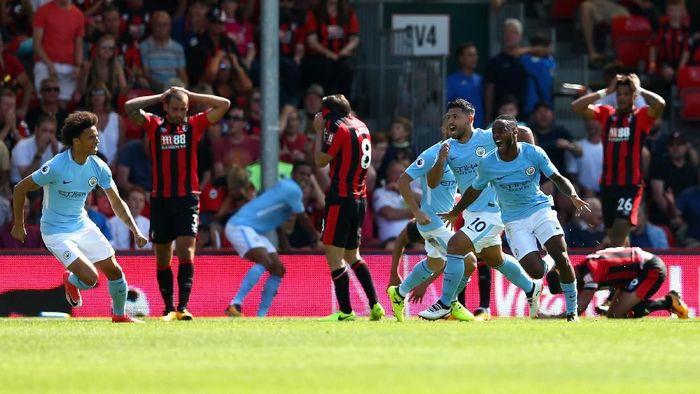 Winger Manchester City Raheem Sterling pemangsa Bournemouth. (Foto: Steve Bardens / Getty Images)