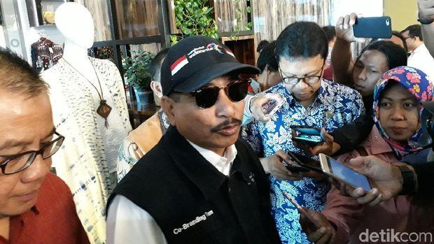 Menteri Pariwisata RI, Arief Yahya ketika memperlihatkan keterangan (Pradito/detikcom)