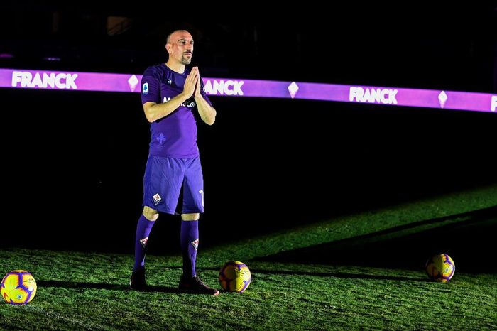 Pemain baru Fiorentina Franck Ribery bukannya ingin menyaingi Cristiano Ronaldo. Foto: Andreas Solaro / AFP