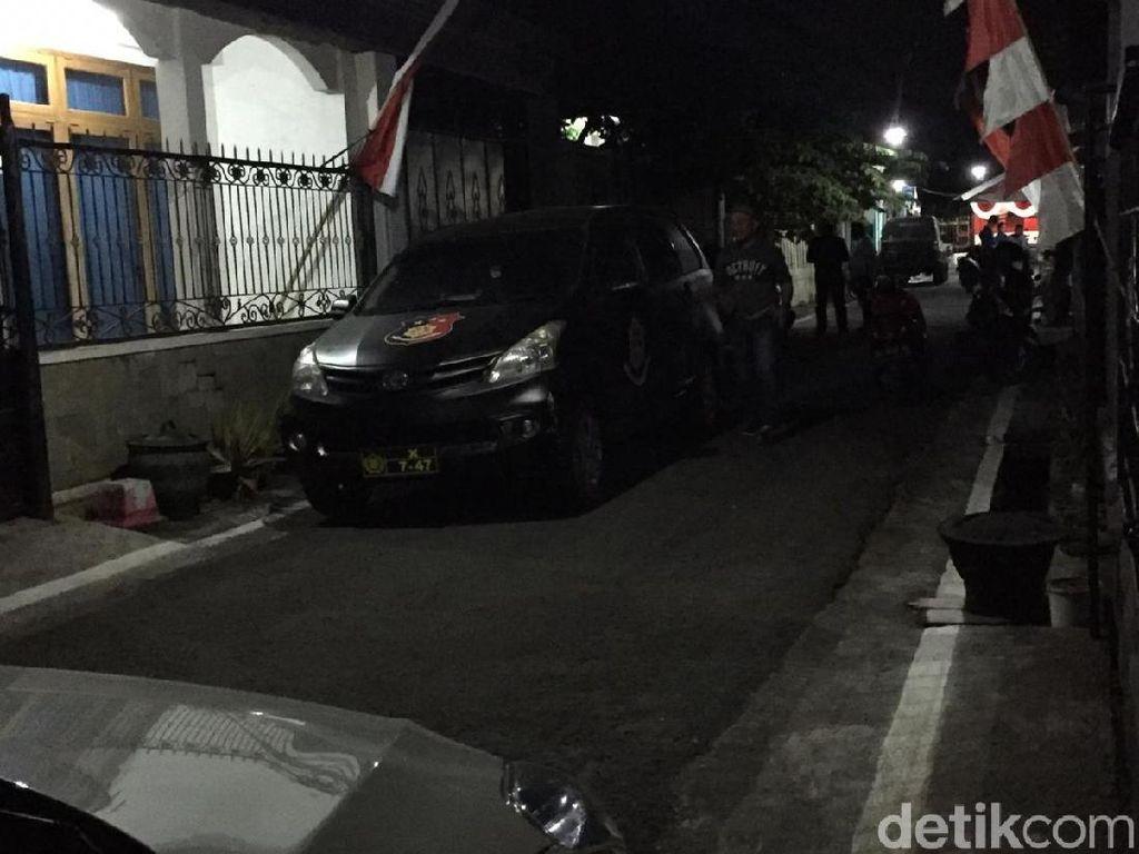 Densus 88 Tangkap 3 Terduga Teroris di Blitar