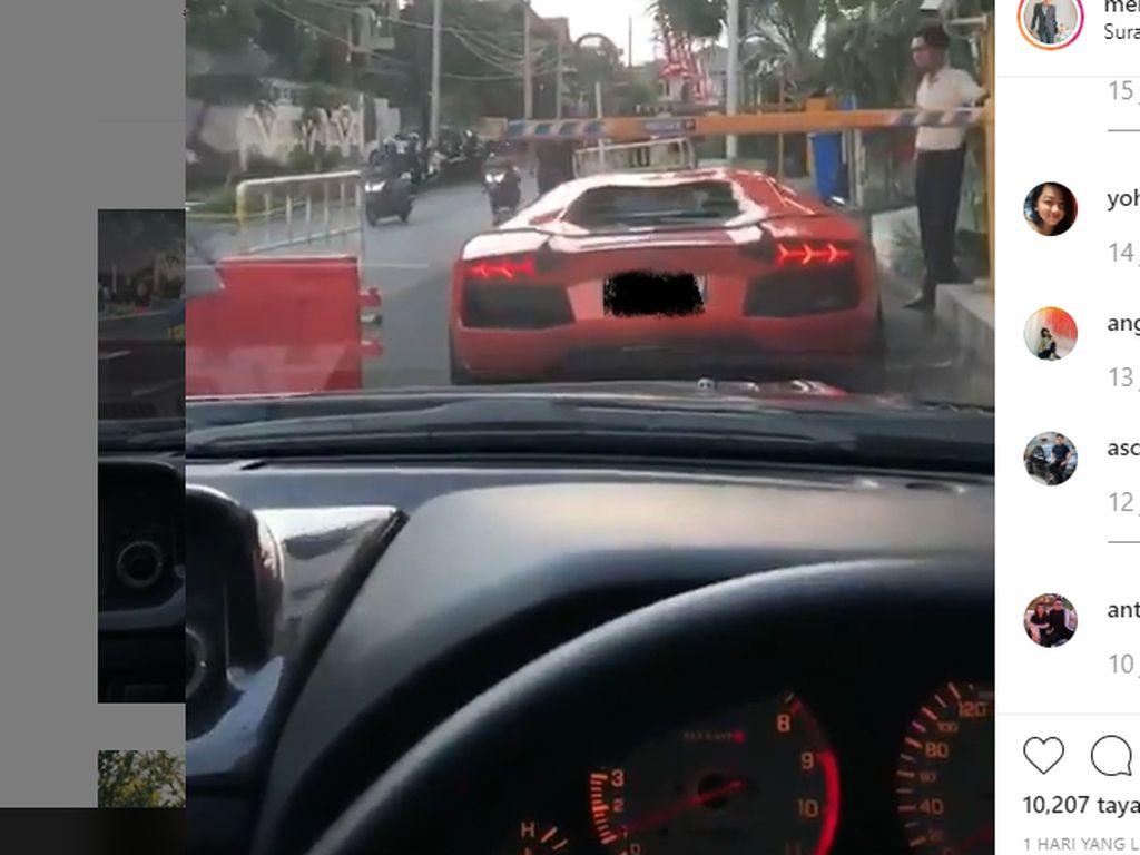 Biar Bisa Nyelonong Pengemudi Lamborghini Ini Tetap Bayar Parkir