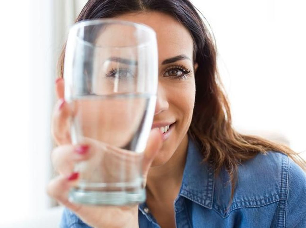 Minum Air Dingin Usai Makan Bikin Lemak Mengendap di Tubuh? Ini Kata Ahli