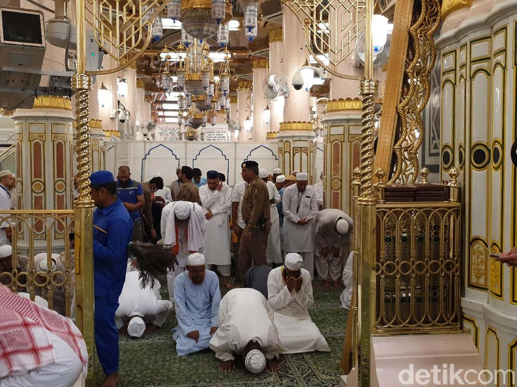 Tips Menembus Antrean ke Raudhah, Taman Surga Tempat Mustajabnya Doa