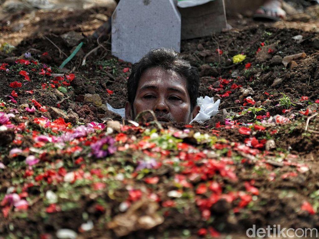 Aksi Kubur Diri Tuntut Keadilan Hak Tanah
