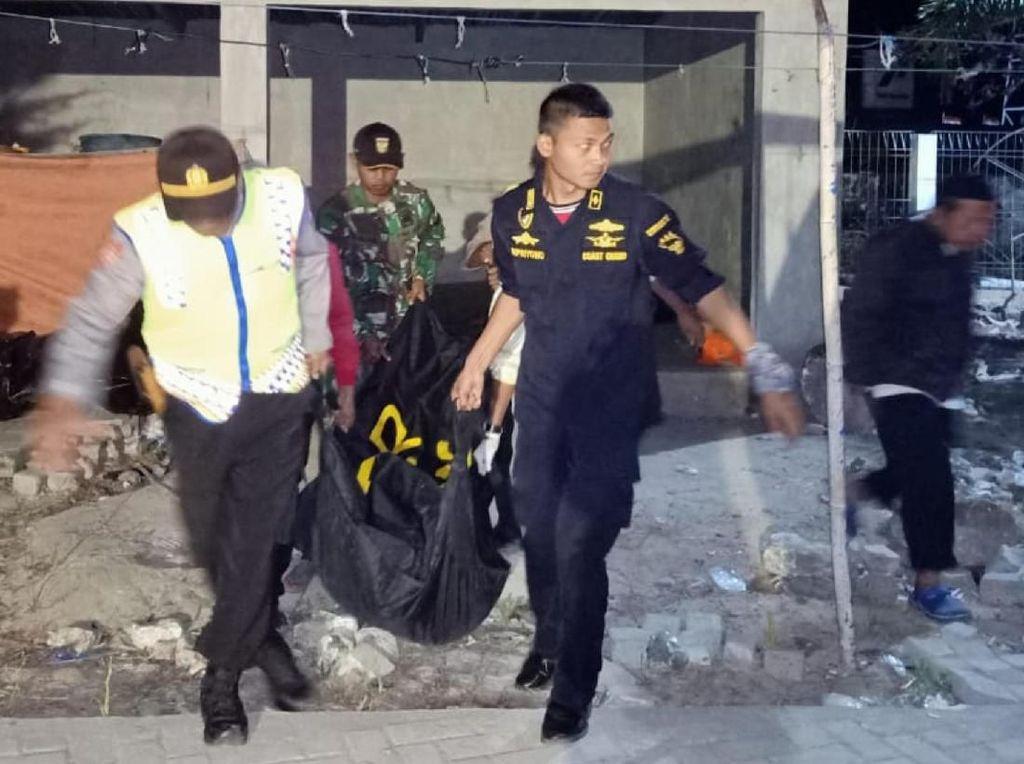 Korban Tewas Terbakarnya KM Santika Nusantara Dievakuasi
