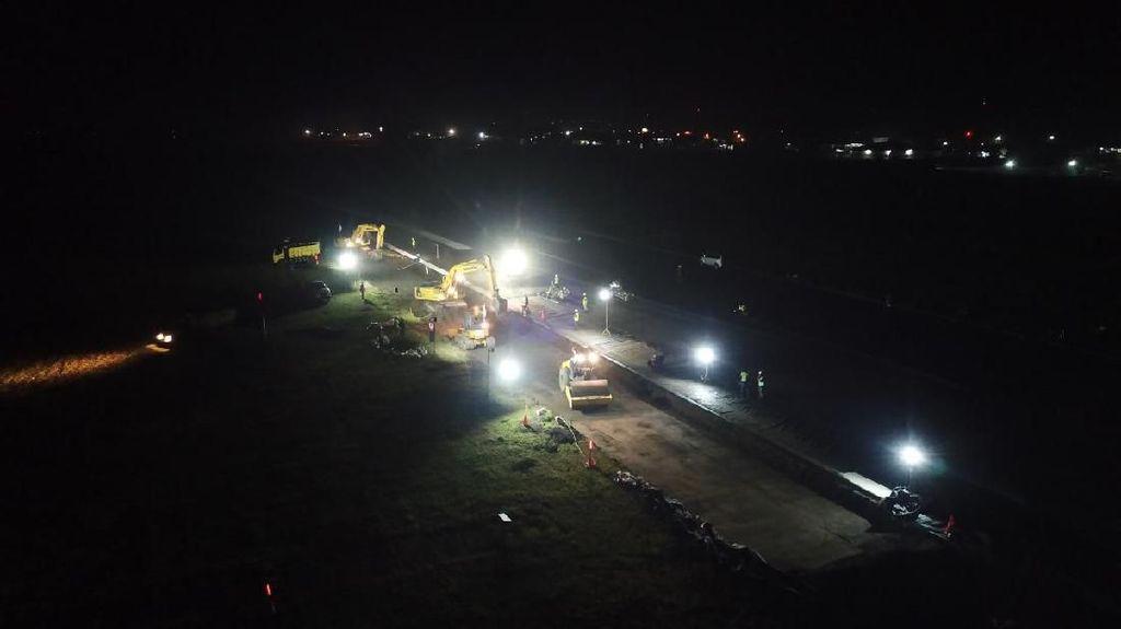 Digarap Siang Malam, Runway Bandara Banyuwangi Diperpanjang