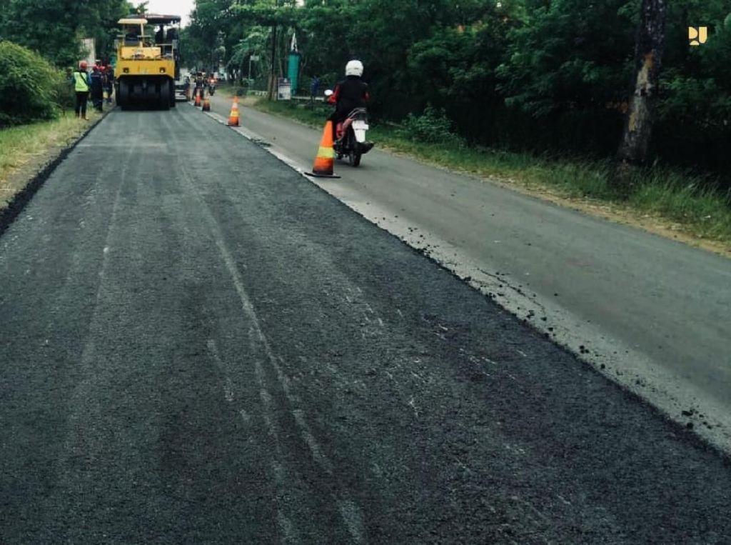 Biar Tahan Lama, Jalan Nasional Dilapisi Aspal Campur Karet