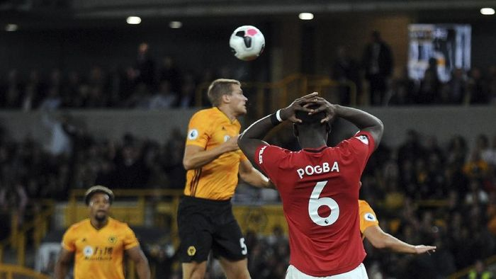 Paul Pogba tidak bisa mengemban tugas sendirian di lini tengah Manchester United (AP Photo/Rui Vieira)