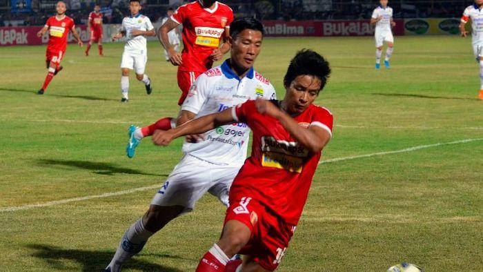 Persib Bandung berimbang 1-1 kontra Badak Lampung FC (ANTARA FOTO/Ardiansyah)