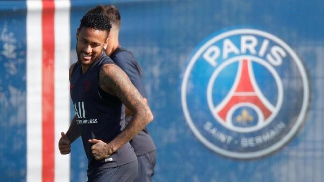 Selain uang dalam jumlah besar, Barcelona juga akan menyerahkan pemainnya dalam upaya mendapatkan Neymar (Charles Platiau / Reuters)