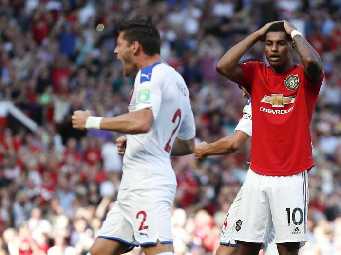 Manchester Uniteds Marcus Rashford, right, reacts after missing a penalty kick during the English Premier League soccer match between Manchester United and Crystal Palace at Old Trafford in Manchester, England Saturday, Aug, 24, 2019. (AP Photo/Alastair Grant)