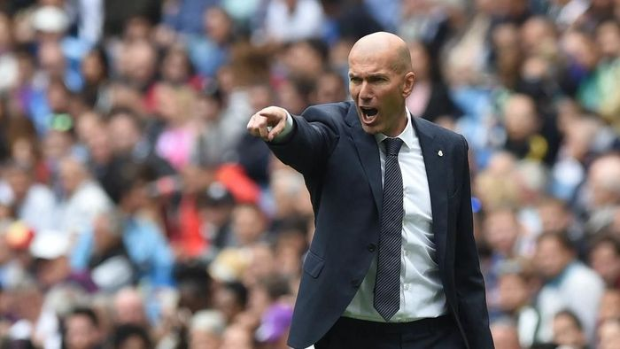 Zinedine Zidane kecewa Real Madrid gagal menang atas Real Valladolid (Foto: Denis Doyle/Getty Images)