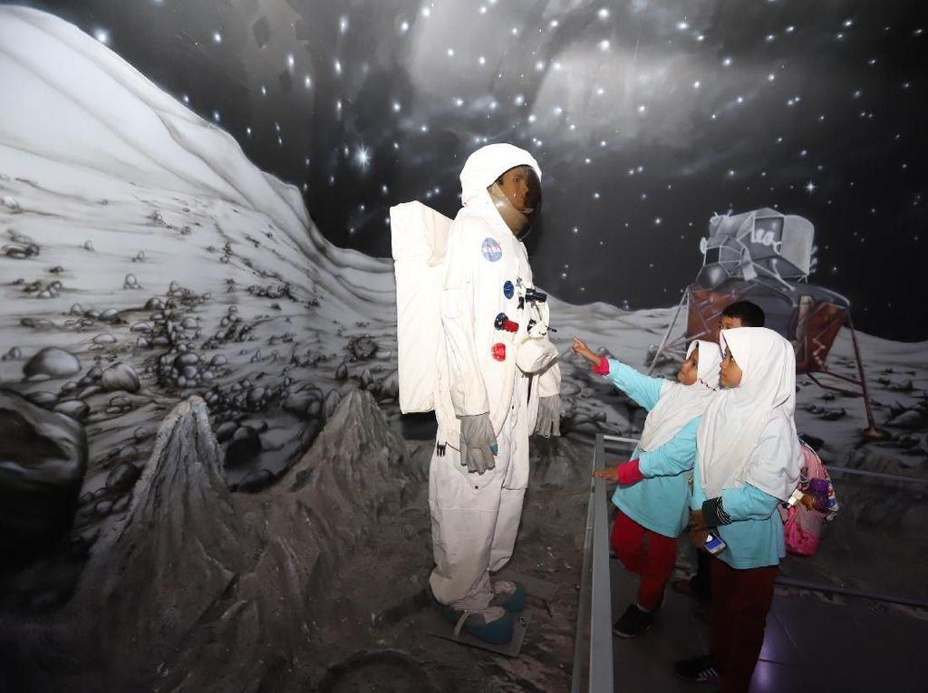 Serunya Jelajah Luar Angkasa di Taman Mini