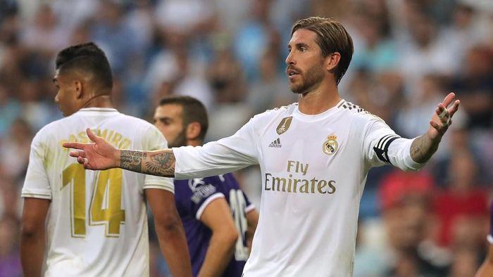 Sergio Ramos sangat kecewa Real Madrid cuma imbang lawan Real Valladolid. (Foto: Juan Medina/Reuters)