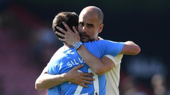 Pep Guardiola puas dengan penampilan gigih para pemainnya di laga kontra Bournemouth. (Foto: Mike Hewitt/Getty Images)
