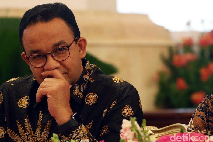 Pengumuman ini dilakukan oleh Jokowi usai menerima dua kajian yaitu soal hasil kajian struktur tanah dan dampak ekonomi dari pembangunan ibu kota baru.