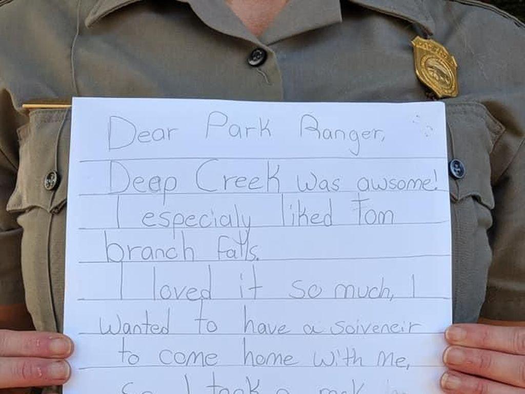 Ambil Batu dari Taman Nasional, Gadis Ini Bikin Surat Minta Maaf