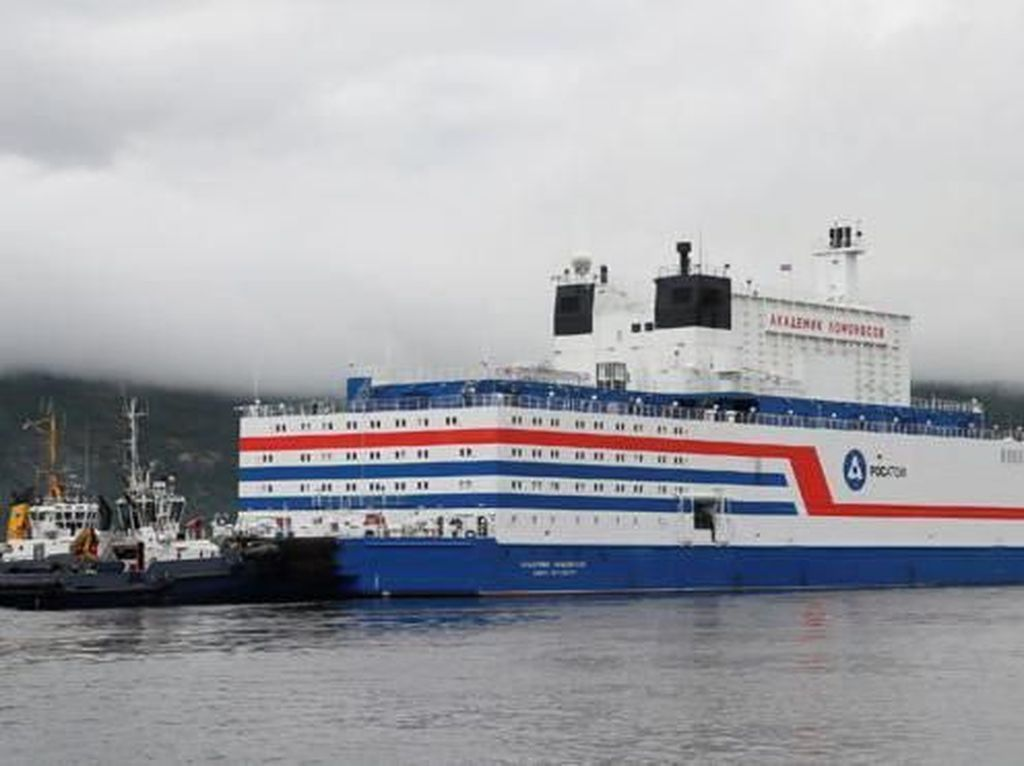 PLTN Terapung Pertama Rusia Berlayar Melintasi Kutub Utara