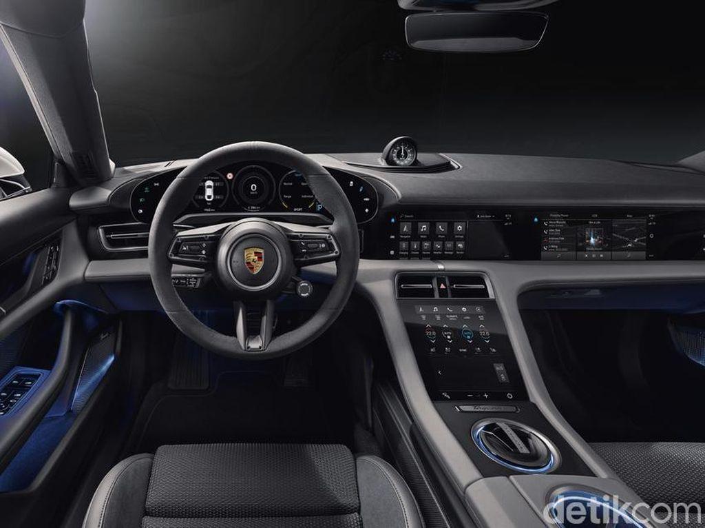 Interior Canggih Mobil Listrik Porsche