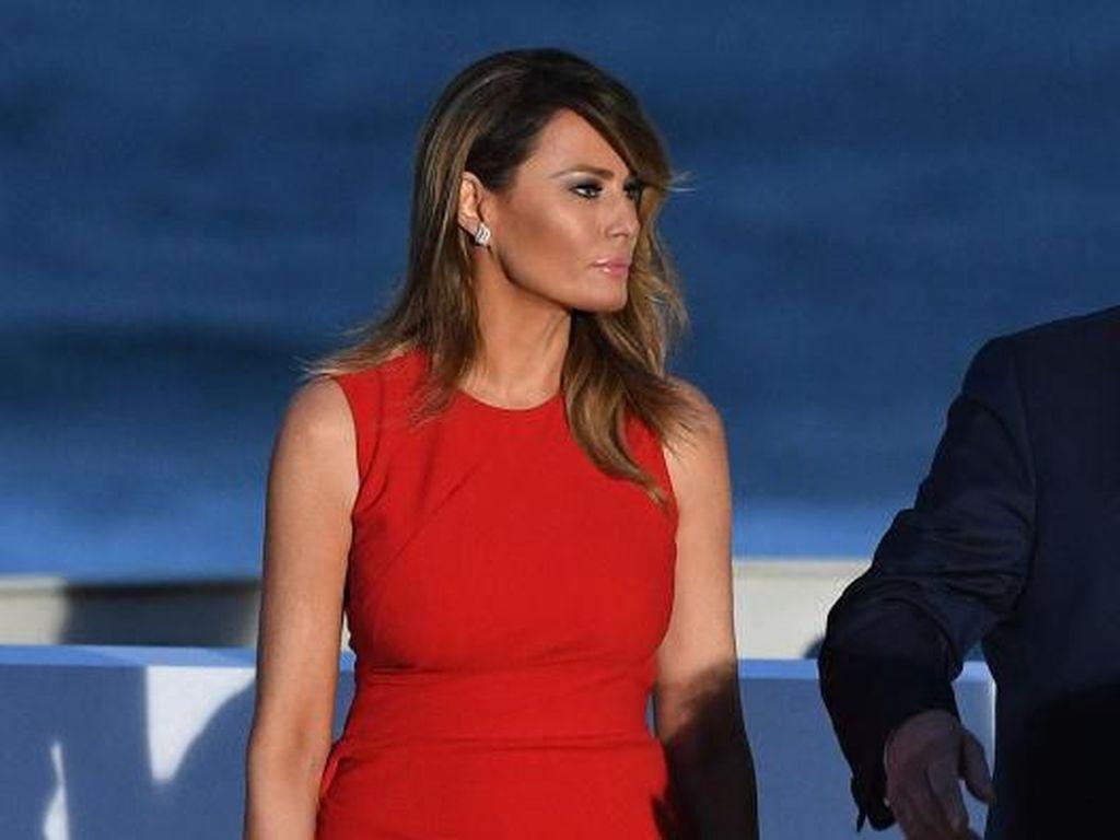 Foto: Gaya Melania Trump di G7, Gaunnya Simpel Tapi Berharga Rp 30 Jutaan