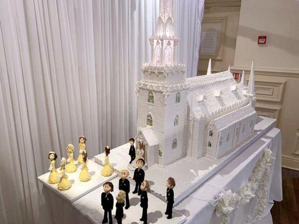 Megah! Kue Pengantin Berbentuk Gereja Ini Panjangnya 2,4 Meter