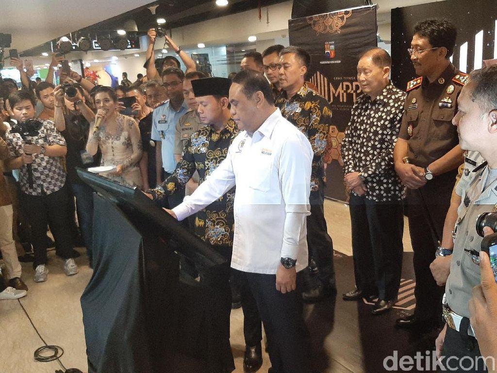 MenPAN-RB Resmikan Mal Pelayanan Publik Pertama di Jawa Barat