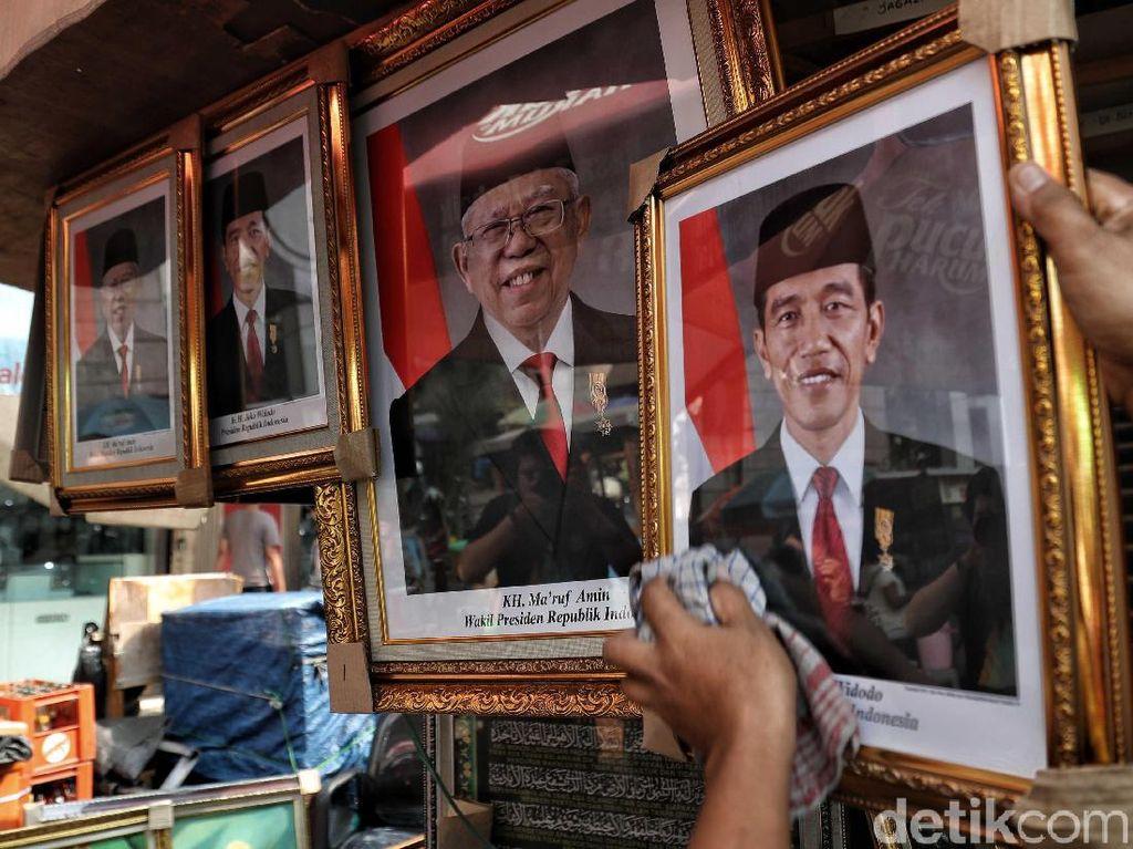 Poster Presiden Jokowi dan Wapres Maruf Amin Ramai Dijual