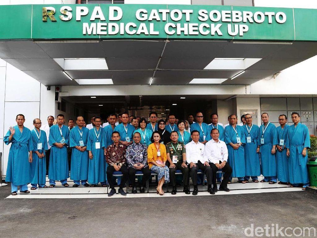 Berpiyama, Capim KPK Tes Kesehatan di RSPAD