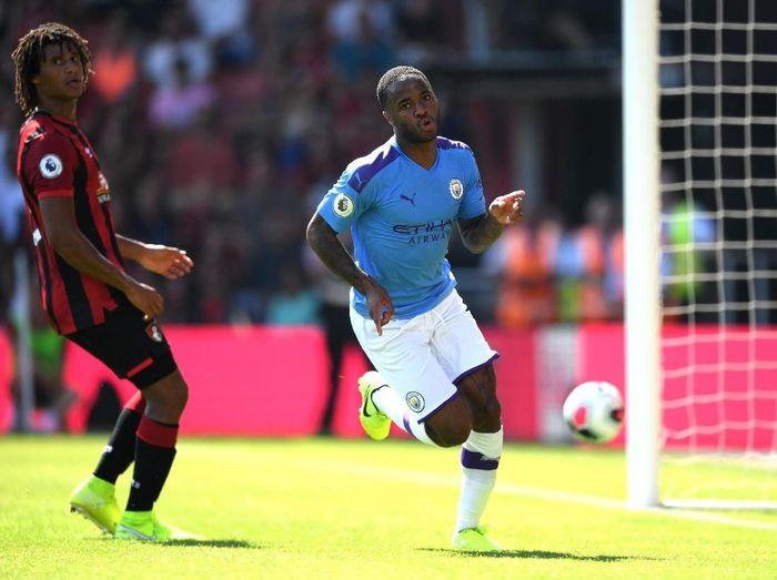 Pemain Manchester City, Raheem Sterling dinilai belum setingkat dengan Lionel Messi dan Cristiano Ronaldo. (Foto: Shaun Botterill/Getty Images)