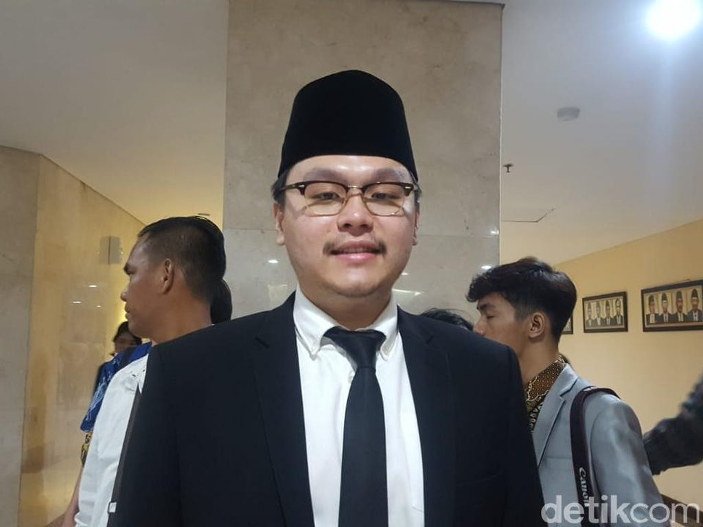 Ditegur Pimpinan Komisi karena Kritik Lem Aibon, Ini Kata Anggota DPRD PSI