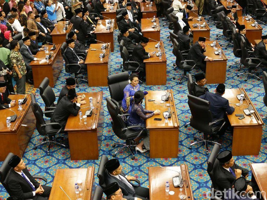 Ternyata! Anggota DPRD DKI Juga Gadaikan SK Demi Kredit