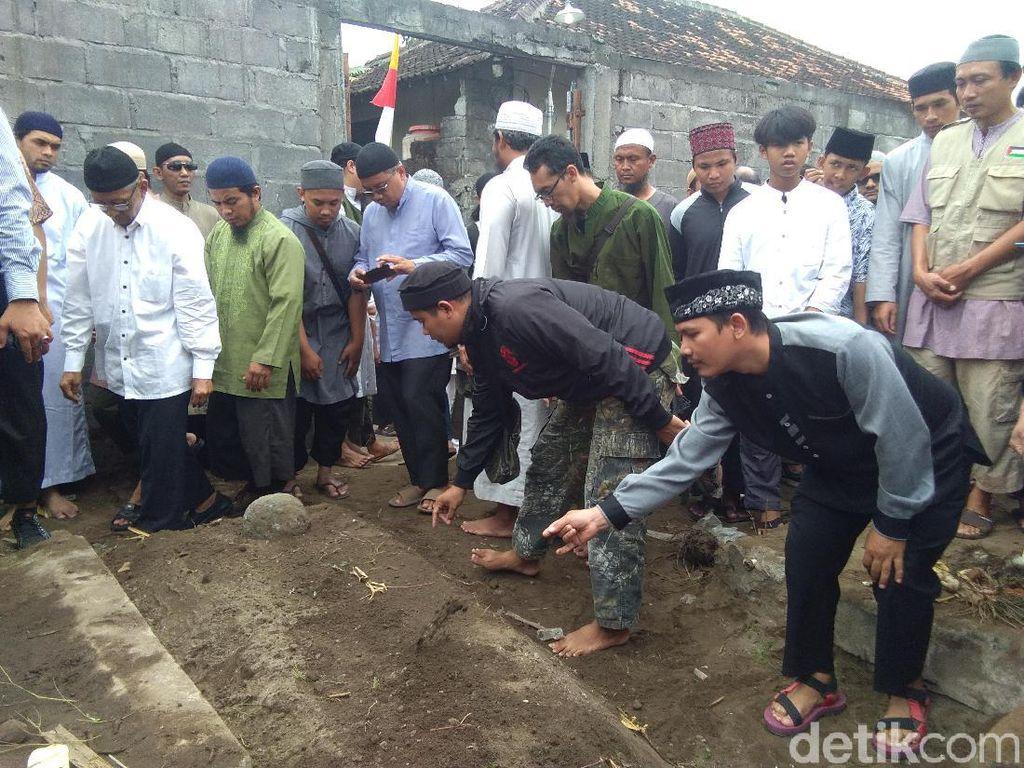 Ribuan Pelayat Hadiri Pemakaman Eks Panglima Laskar Jihad di Sleman