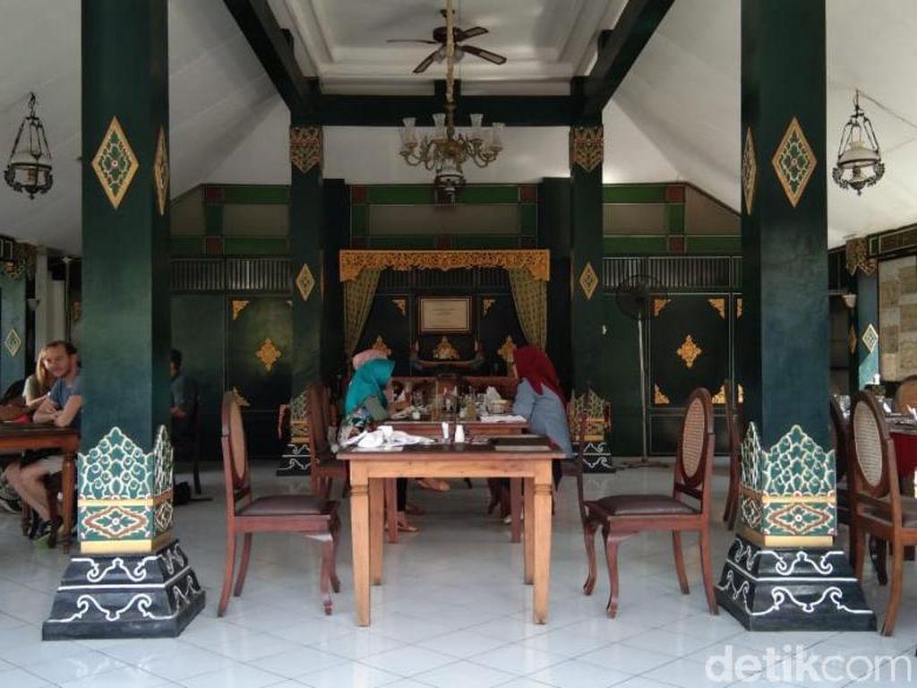 Foto: Mencoba Makanan Favorit Sultan di Yogyakarta