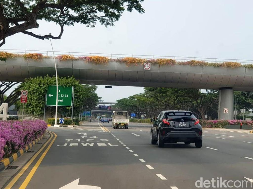 Izin Pakai Mobil Tua, Warga Singapura Harus Bayar Rp 300 Juta