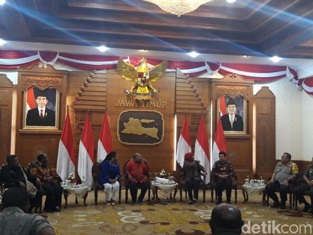 Gubernur Papua Bertemu Khofifah, Ini yang Dibahas