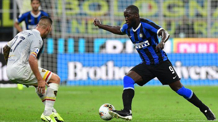 Romelu Lukaku tak luput dari kritikan fans meski bikin gol di laga debut bersama Inter Milan (Miguel MEDINA / AFP)