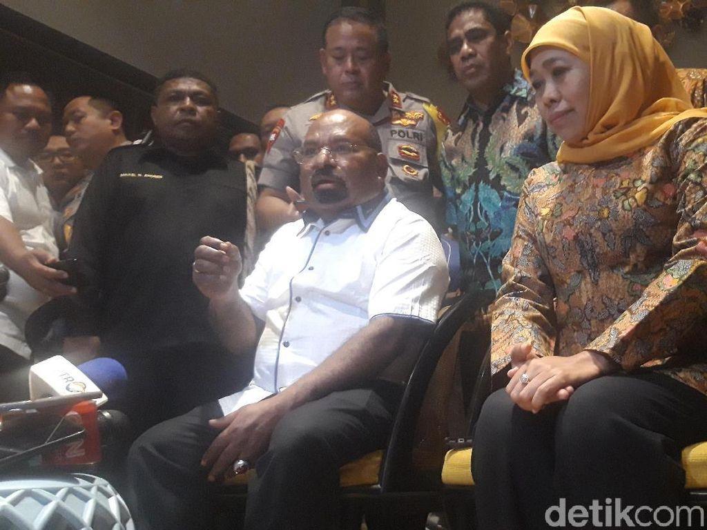 Momen Gubernur Lukas Enembe Ditolak Masuk di Asrama Papua