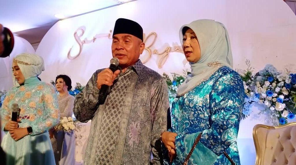 Mengintip Momen Kulineran Gubernur Kaltim, Isran Noor dan Istrinya