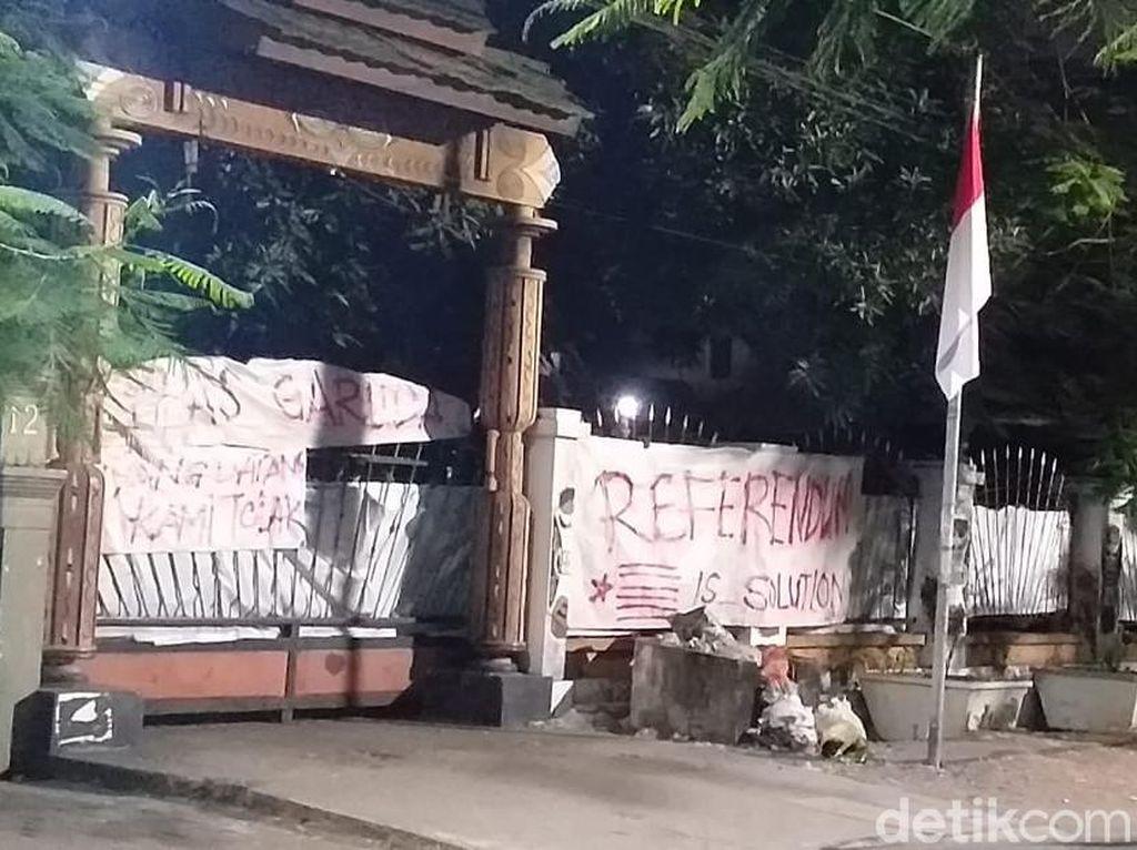 Datang ke Asrama Mahasiswa Papua, Gubernur Lukas dan Khofifah Ditolak