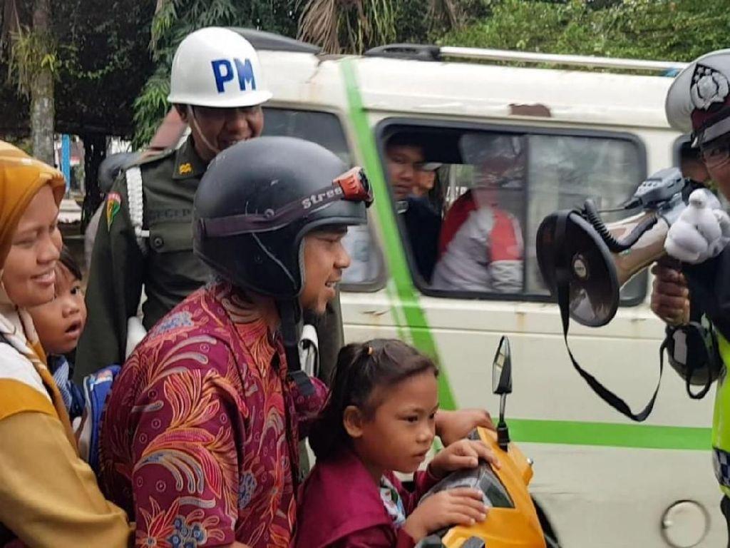Bebegig Hantui Pengendara-Penumpang Motor Tak Pakai Helm di Banjar