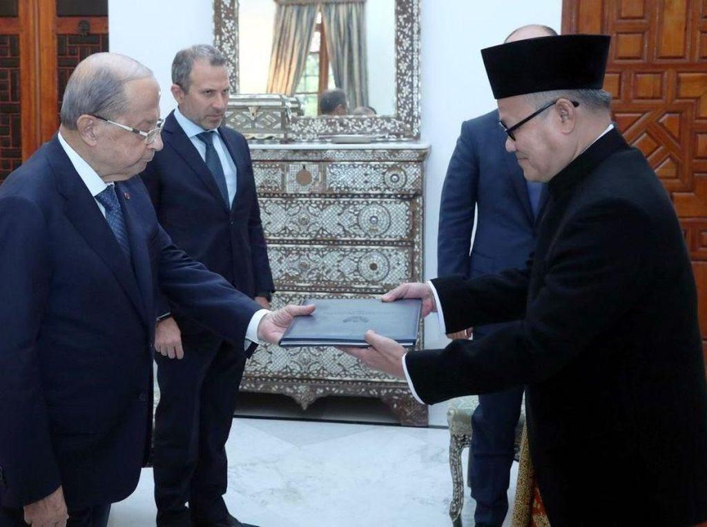 Dubes RI Hajriyanto Thohari Serahkan LoC ke Presiden Lebanon