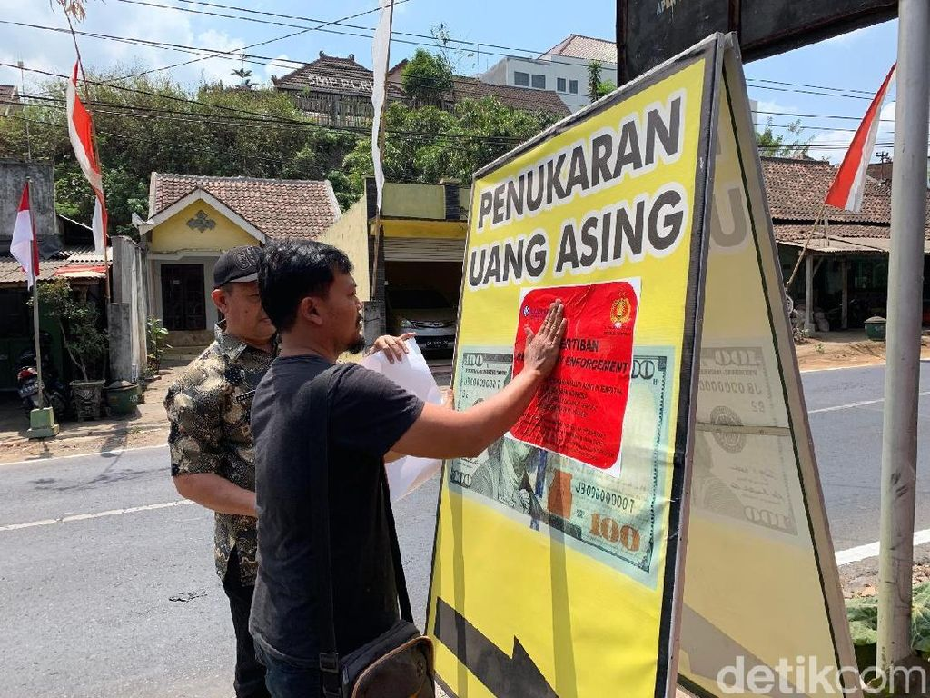 Money Changer Bodong di Malang Ditertibkan