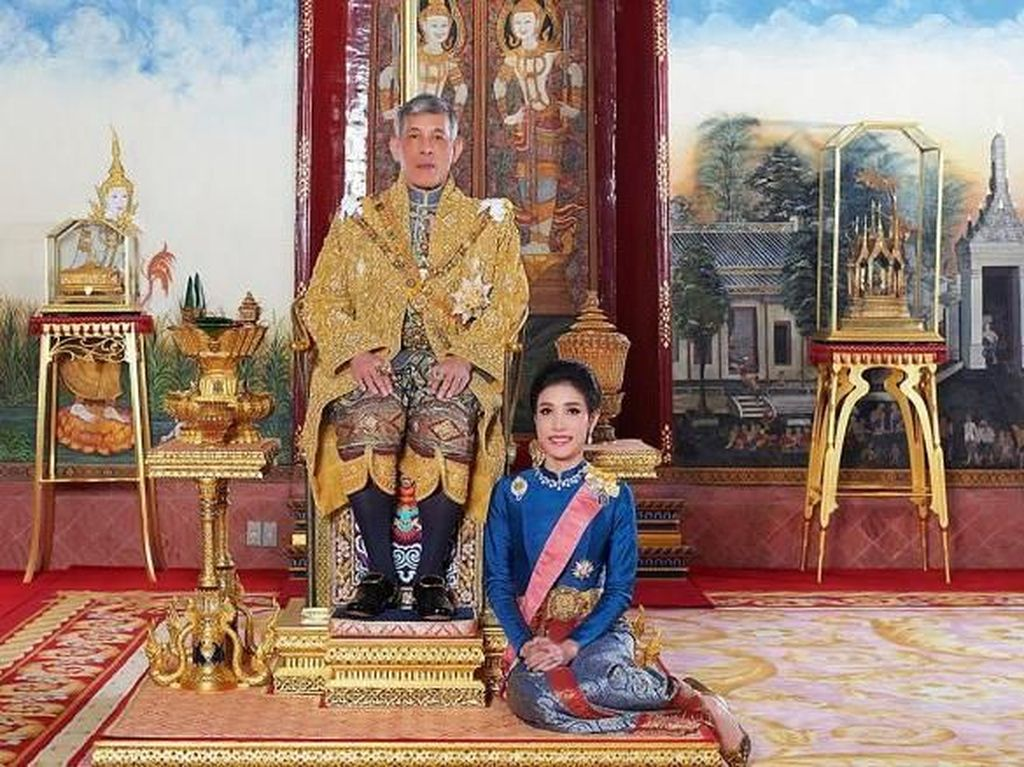 Foto Intim Selir Raja Thailand Bocor, Pelaku Diduga Orang Istana?
