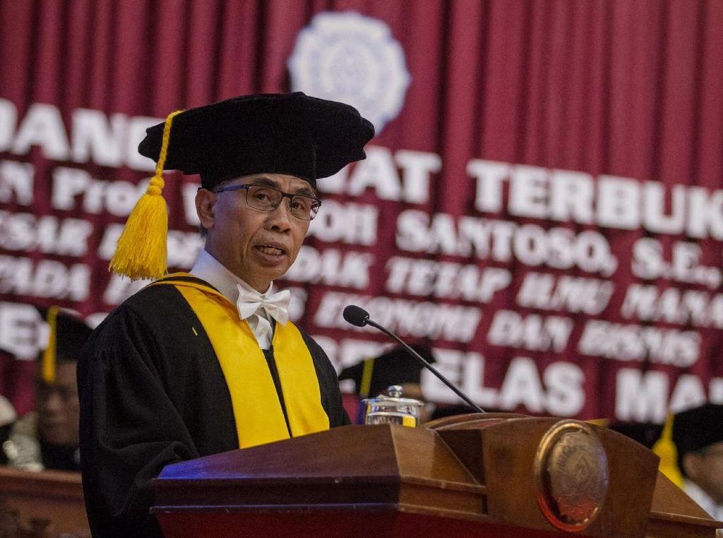 Pengukuhan Guru Besar Ketua Dewan Komisioner OJK