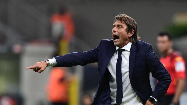 Suporter Juventuskomplain dengan keputusan Antonio Conte melatih Inter Milan di musim ini.