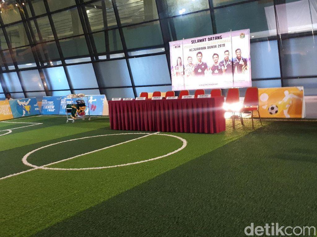Menyambut Juara Dunia Bulutangkis di Lapangan Futsal Soetta