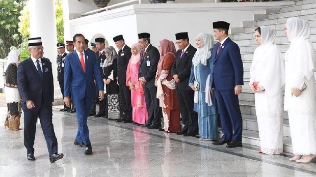 Saat Jokowi Selfie Bareng 3 Putri Cantik Raja Malaysia